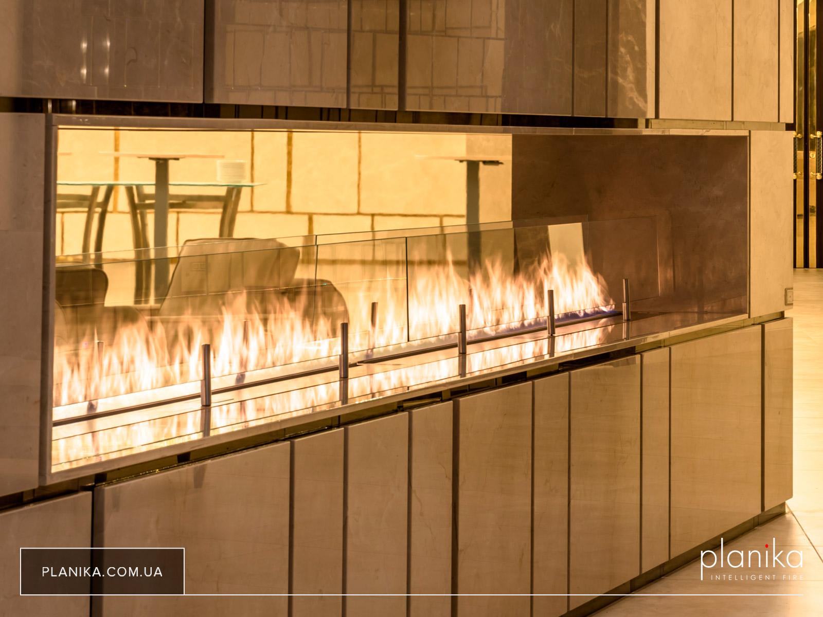 Линейный огонь длиной пять метров - биокамин Planika FLA III в Regent Hill