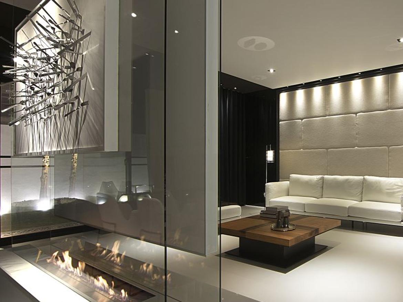 Зонирование комнаты с помощью биокамина за стеклом