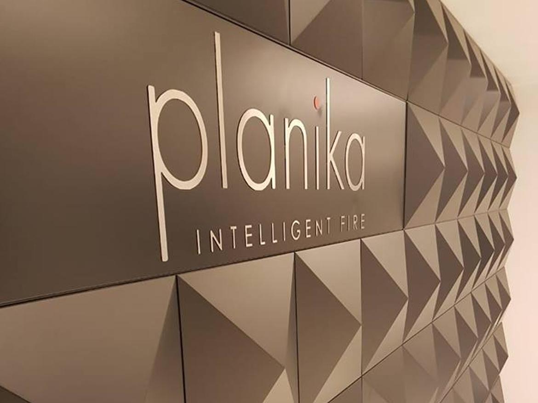 Выставочный зал Duplex Line в Ливане и модерновые биокамины Planika