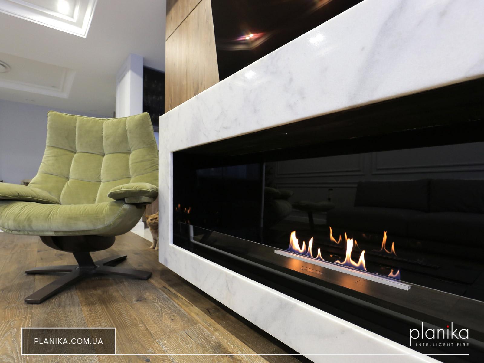 Традиция зажигать огни — биокамин Planika Primefire в гостиной