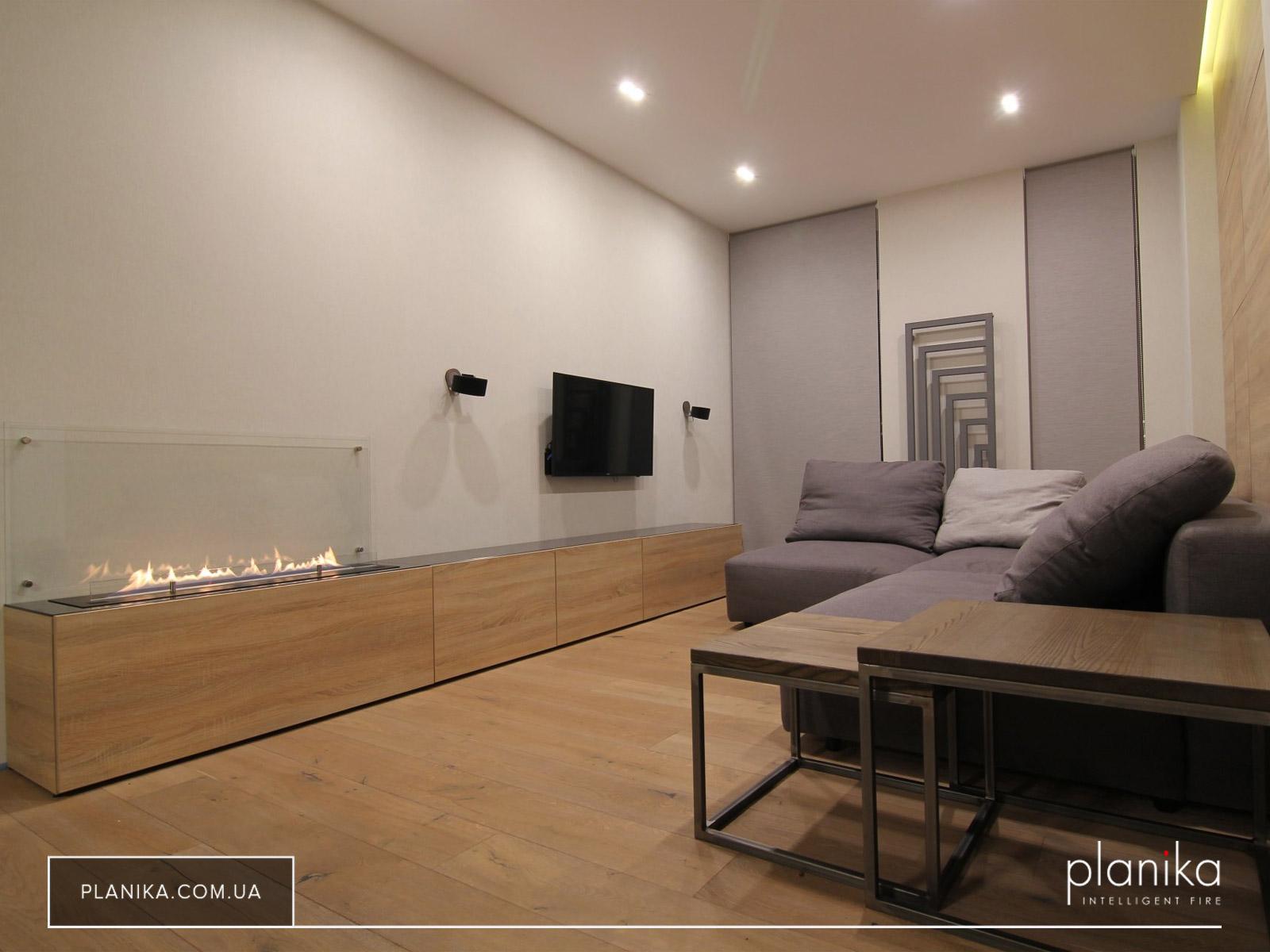 Для него место есть и в минимализме — биокамин Planika FLA 2 в квартире-студии