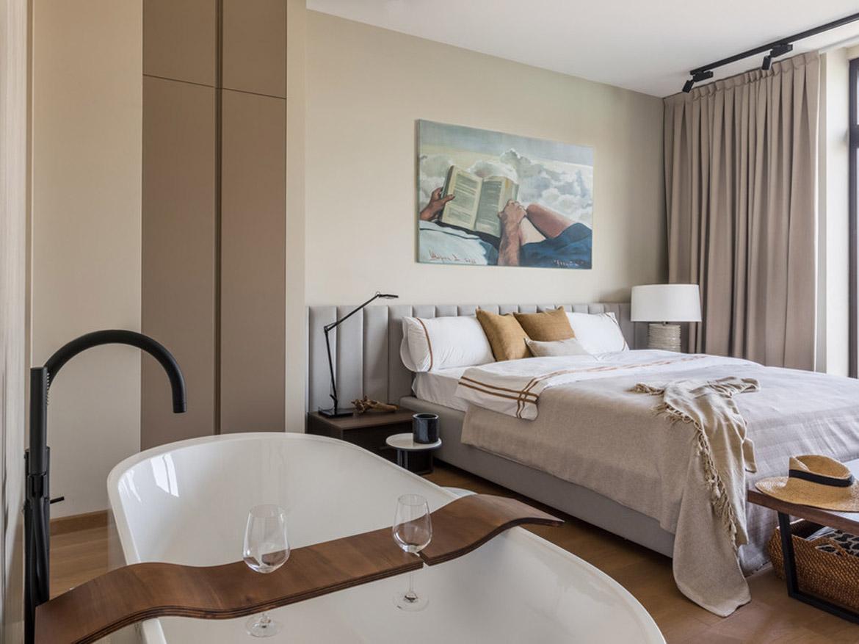 двусторонний биокамин Planika между гостиной и спальней