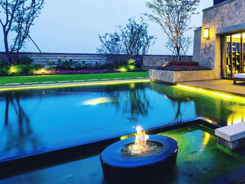 Вечеринка у бассейна и газовый камин Planika Galio Fire Pit